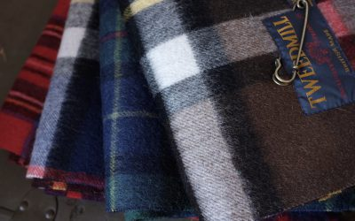 TWEED MILL   LAMBSWOOL KNEE RUG with PIN